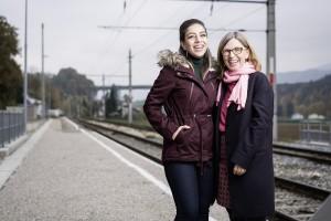 Erleichterung in der Freiheit: Wa'aed Altallfah (li.) ist mit ihrer Familie aus Homs geflohen. In Ohlsdorf (OÖ) hat sie mit Brigitta Schausberger eine beherzte Helferin und Freundin gefunden.