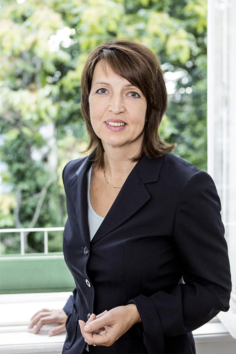 Susanne Pointner ist Psychologin, Psychotherapeutin und Imago-Paartherapeutin in freier Praxis in Wien. Sie lehrt an der Sigmund-Freud-Universität in Wien und bei der Internationalen Gesellschaft für Logotherapie und Existenzanalyse.