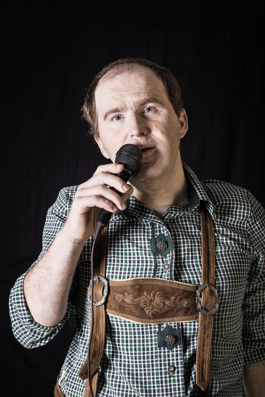 """Manfred Weigerstorfer: """"Ich bin wie Andreas Gabalier. Er singt so schöne Lieder. Ich möchte gerne ein Künstler sein – ich kann so gut singen."""""""