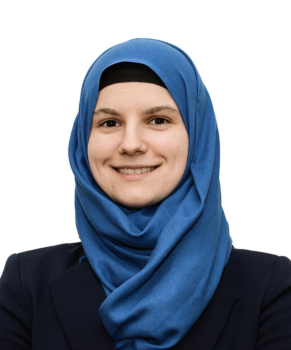 Merisa Karaduz berät in Deutsch, Englisch, Kroatisch, Bosnisch und Serbisch. Ihr Schwerpunkt: Aggressions- und Konfliktmanagement.