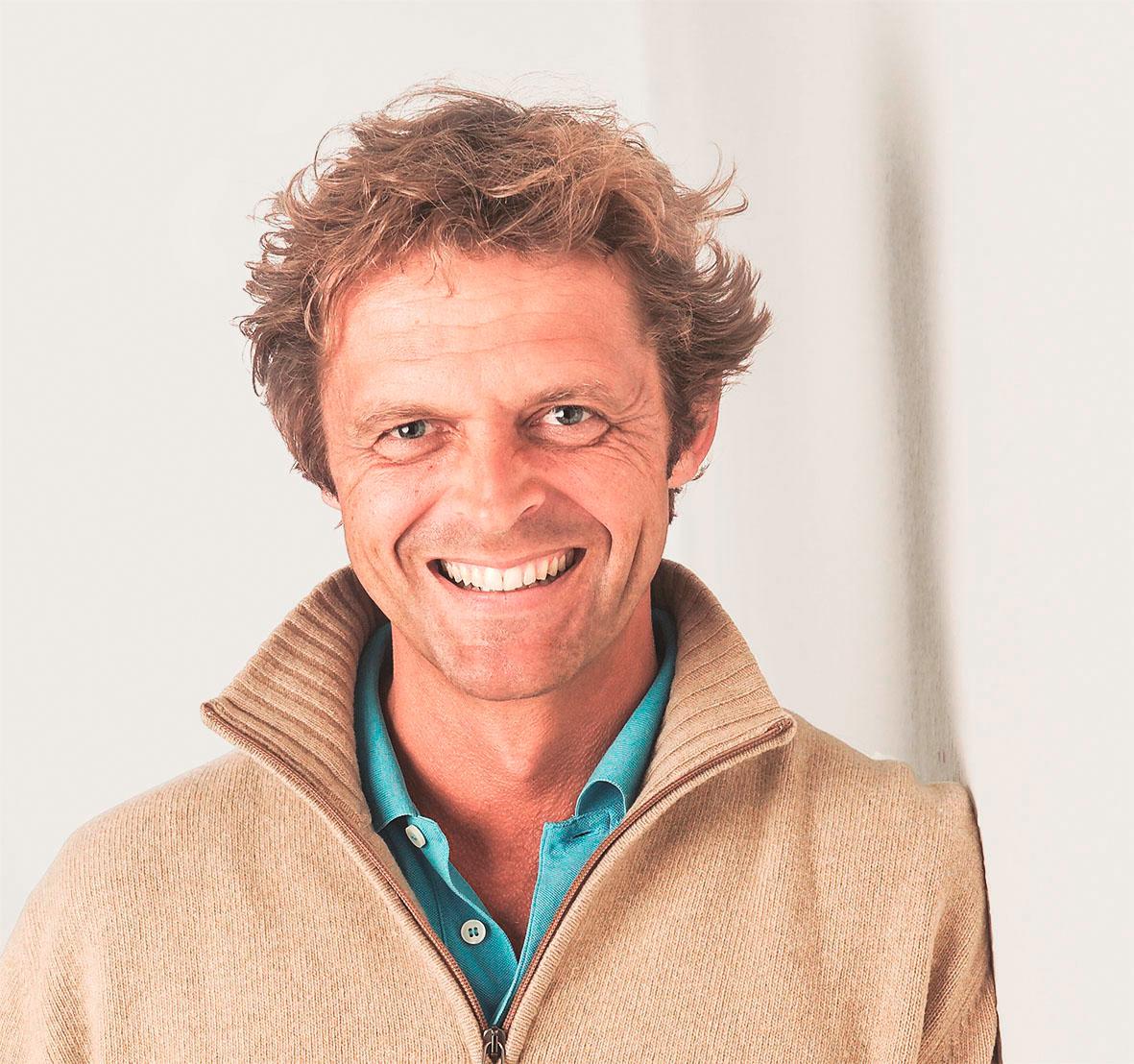 """Adrian Schulte ist Facharzt für Allgemeinmedizin und Naturheilverfahren und führt das auf Darmsanierung spezialisierte """"F.X. Mayr Zentrum Bodensee"""" in Überlingen."""