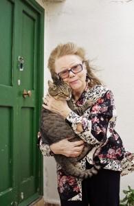 Luisa Citti, die einzige Frau auf der italienischen Gefägnisinsel Gorgona. Sie schätzt die Natur, sie liebt ihre Katzen und sie kann auch mit Einsamkeit gut umgehen.