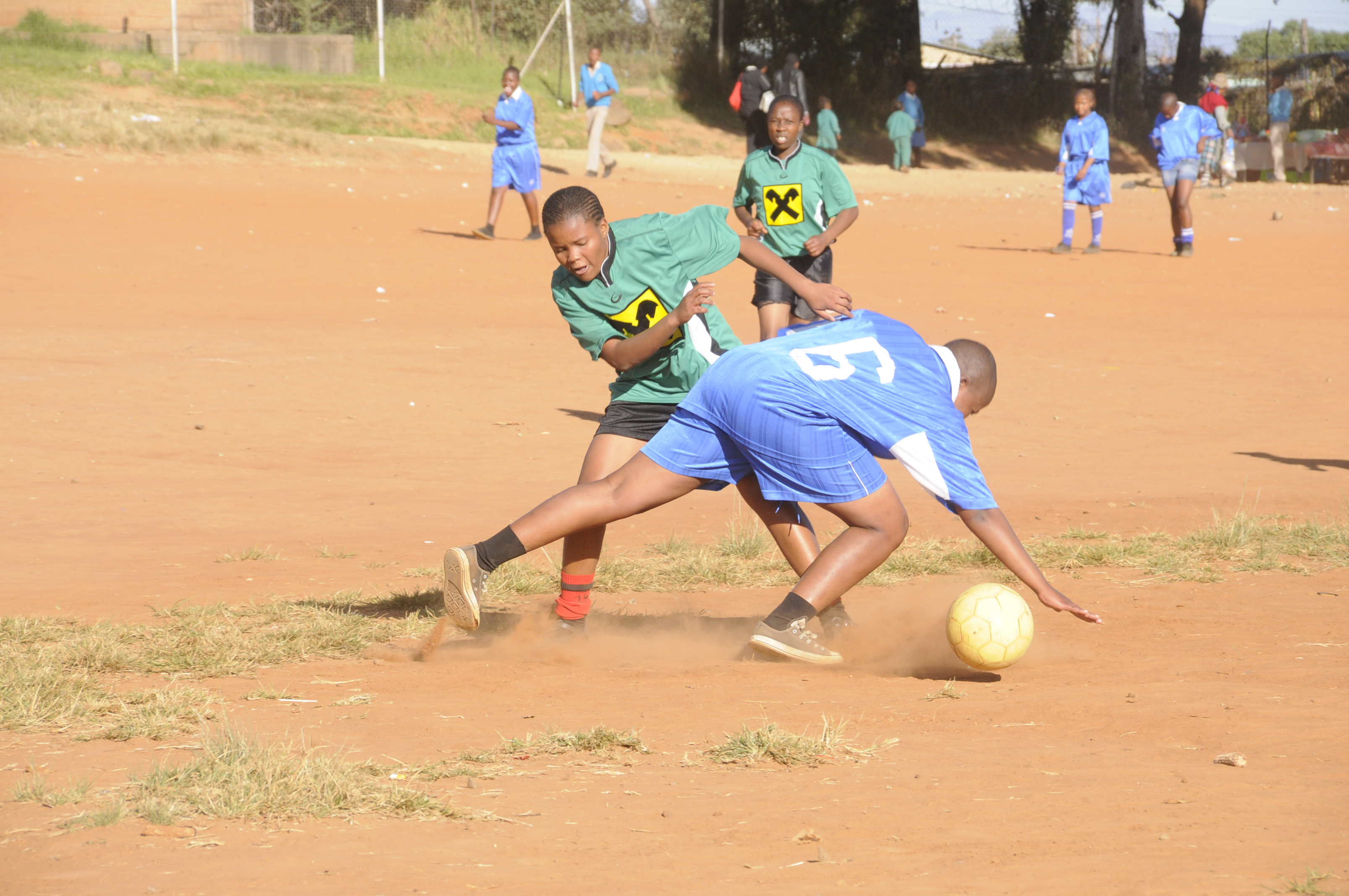 Magdalena in Lesotho ... Neue Dressen für meine Mädels