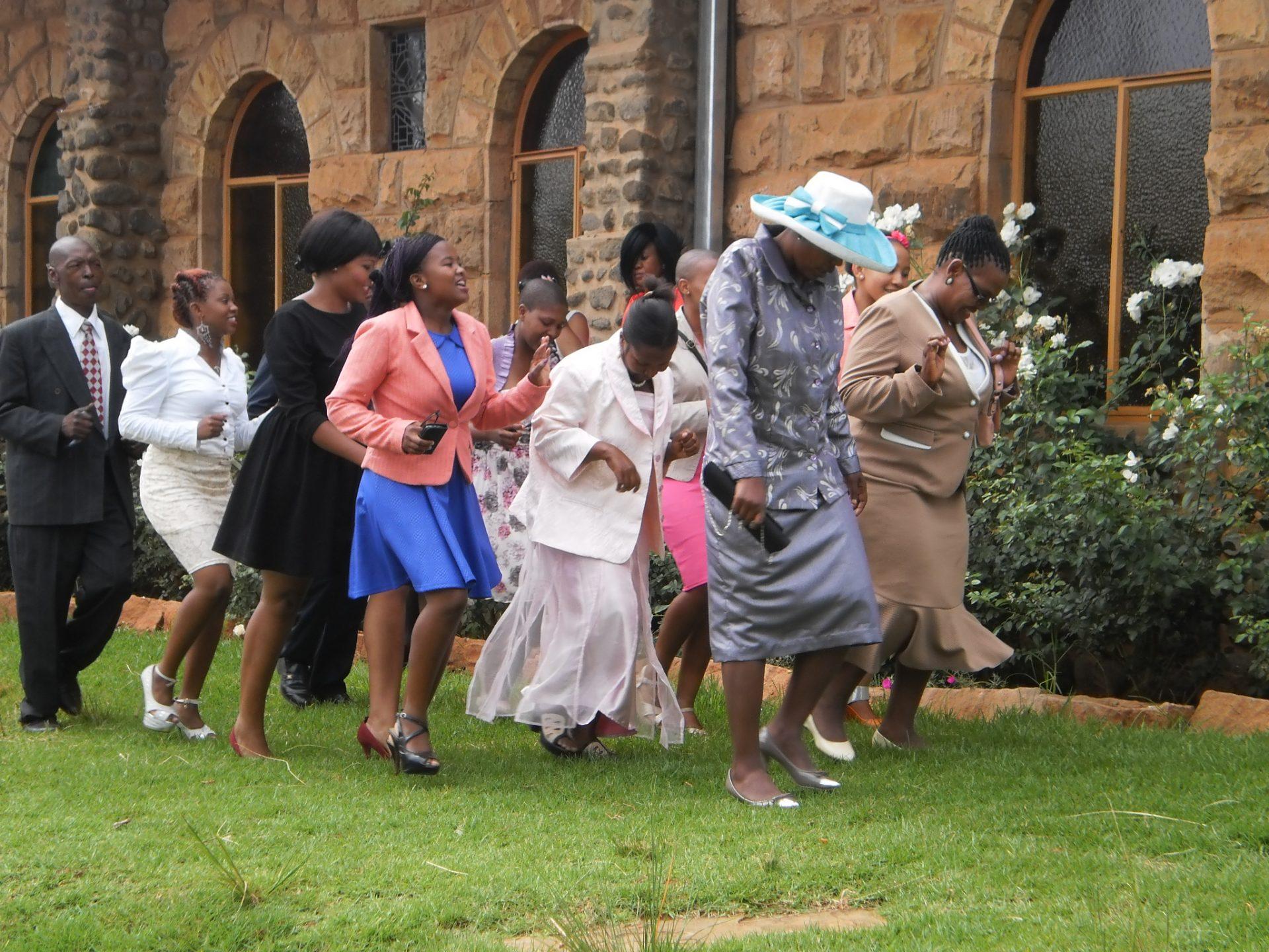 Magdalena in Lesotho ... Hochzeit und Begräbnis