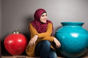 junge muslimische Frau und Autorin