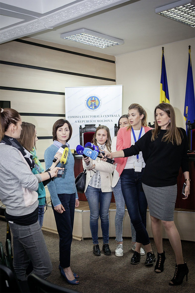 Maia Sandu mit Journalistinnen
