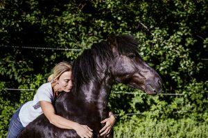 Pferd von frau genommen wird Das Feuerpferd