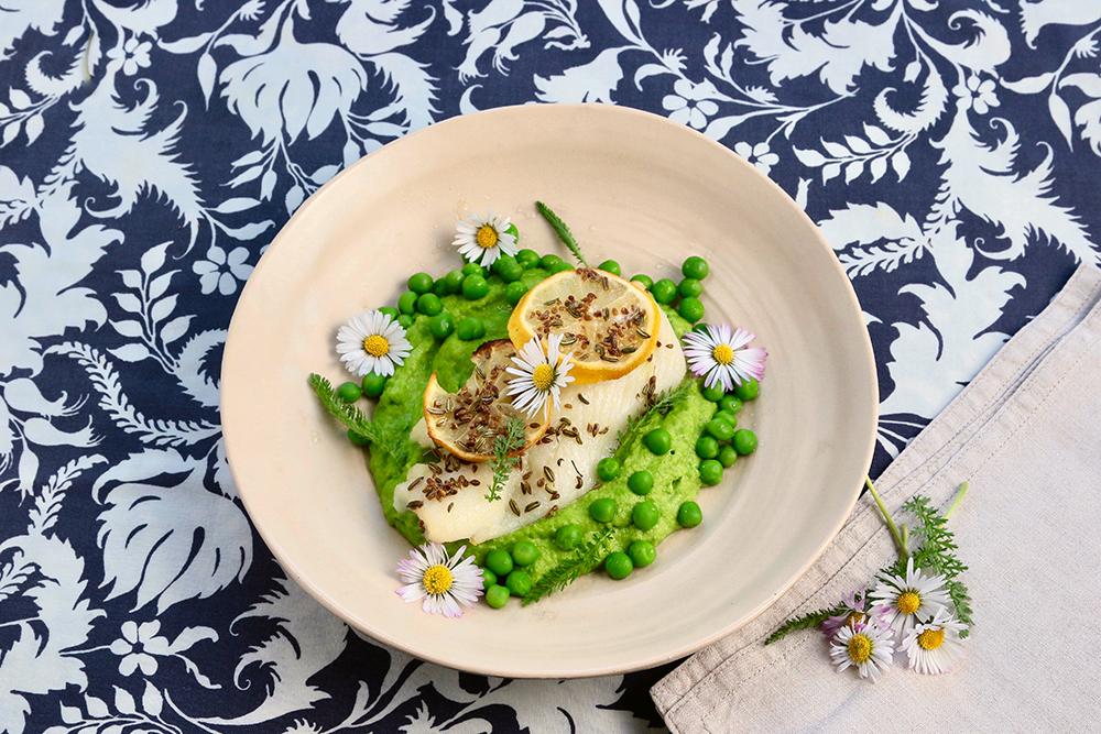 Sommerküche: schneller Ofenfisch mit Erbsenpüree