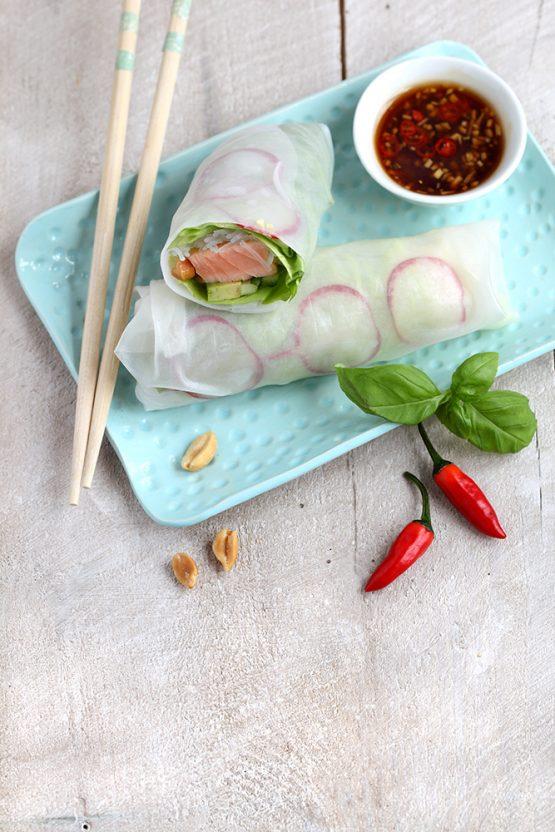 Salatrolle mit Lachs und Gurke