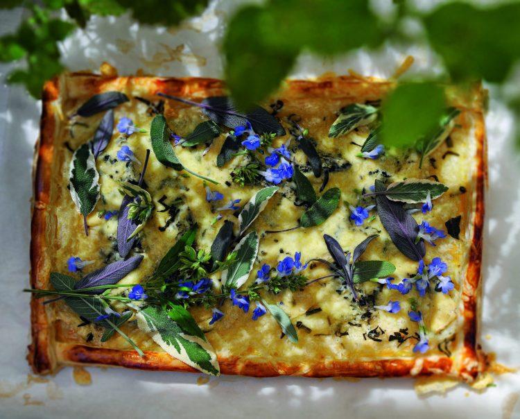 Sommerküche: Blauschimmelkäse-Tarte mit Pfeffersalbei