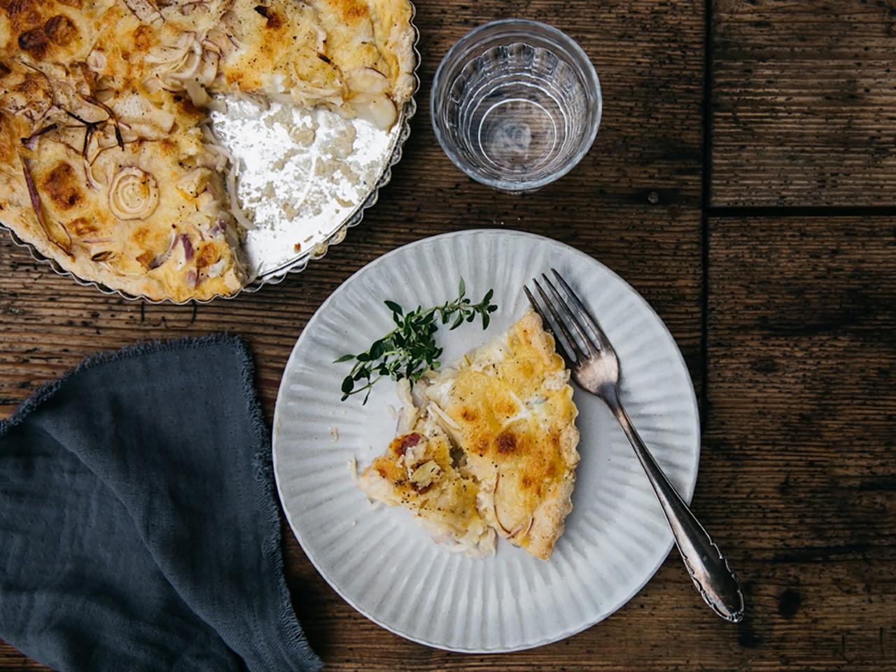 Sommerküche: Zwiebel-Apfel-Quiche mit Bergkäse