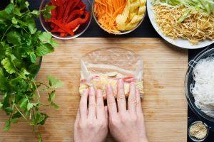 Vietnamesische Sommerrollen mit Erdnuss-Dip