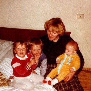 Ein Foto aus der Kindheit Evelyns