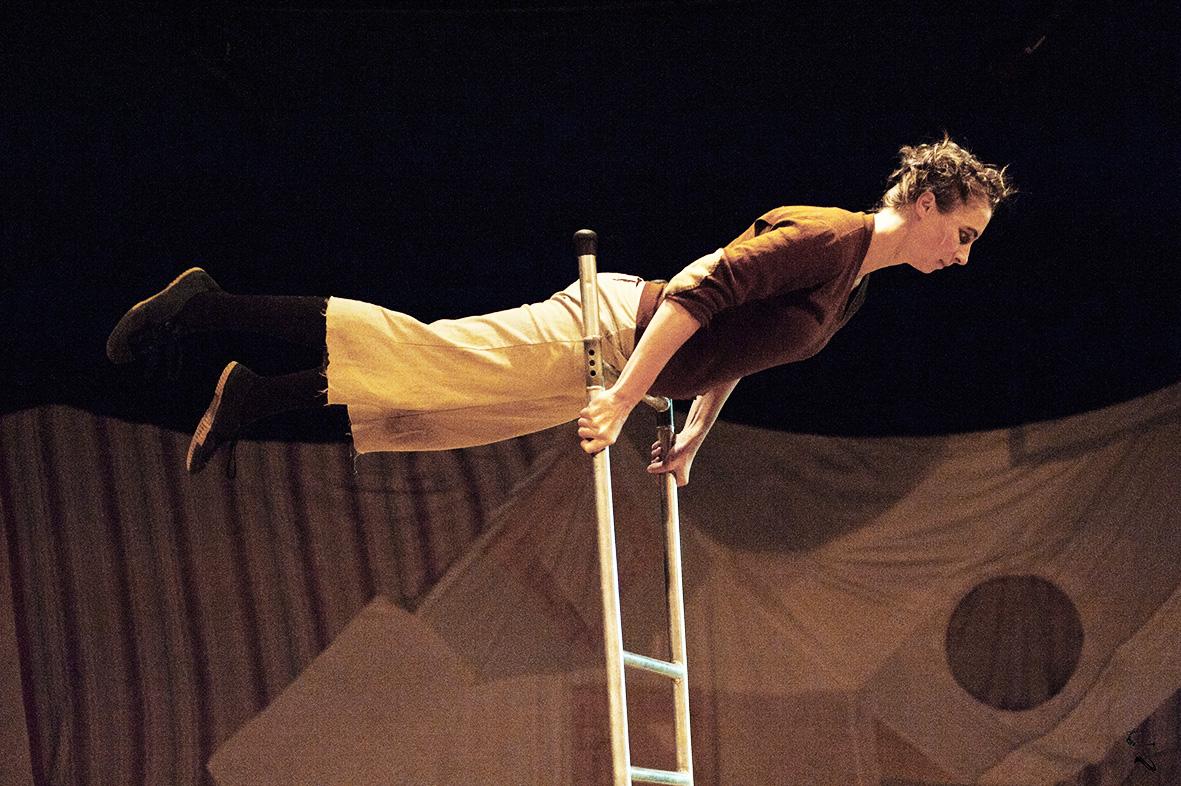 Rosalie auf der Leiter